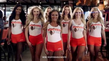 Hooters TV Spot, 'Buddies Cup' [Spanish]