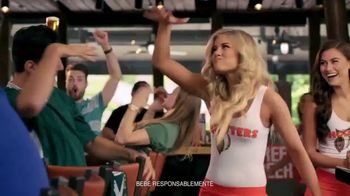 Hooters TV Spot, 'Buddies Cup' [Spanish] - Thumbnail 9