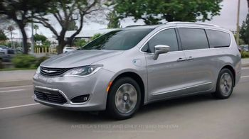 2018 Chrysler Pacifica TV Spot, 'Shallow Thoughts' Featuring Kathryn Hahn, Song by Gary Wright [T2] - Thumbnail 1