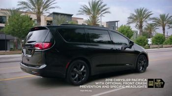 2018 Chrysler Pacifica TV Spot, 'Shallow Thoughts' Featuring Kathryn Hahn, Song by Gary Wright [T2] - Thumbnail 5