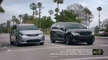 2018 Chrysler Pacifica TV Spot, 'Shallow Thoughts' Featuring Kathryn Hahn, Song by Gary Wright [T2] - Thumbnail 6