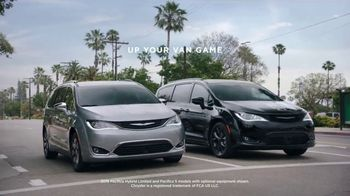 2018 Chrysler Pacifica TV Spot, 'Shallow Thoughts' Featuring Kathryn Hahn, Song by Gary Wright [T2] - Thumbnail 8
