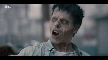 LG V40 ThinQ TV Spot, 'Zombie Selfie' Song by Hot Chocolate - Thumbnail 5