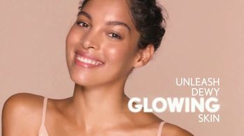 Aveeno MaxGlow Infusion Drops TV Spot, 'Glow to the Max'