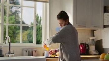 Robitussin Honey TV Spot, 'Window Bear' - Thumbnail 1