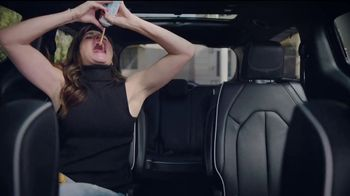 Chrysler Summer Clearance Event TV Spot, 'Soccer Practice' Featuring Kathryn Hahn [T2] - Thumbnail 4