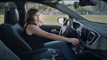 Chrysler Summer Clearance Event TV Spot, 'Soccer Practice' Featuring Kathryn Hahn [T2] - Thumbnail 5