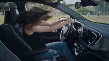 Chrysler Summer Clearance Event TV Spot, 'Soccer Practice' Featuring Kathryn Hahn [T2] - Thumbnail 6