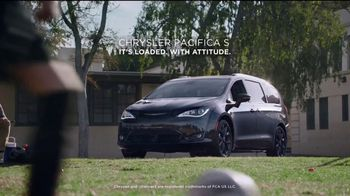 Chrysler Summer Clearance Event TV Spot, 'Soccer Practice' Featuring Kathryn Hahn [T2] - Thumbnail 8