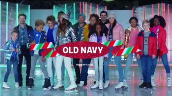Old Navy TV Spot, 'Llega patinando a las fiestas' [Spanish] - Thumbnail 9