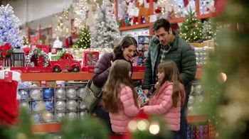 The Home Depot TV Spot, 'Holidays: inflables navideños' [Spanish] - Thumbnail 3
