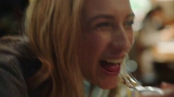 Olive Garden TV Spot, 'Equity' Song by Grace Elizabeth Lee - Thumbnail 6