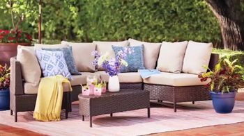 Wayfair TV Spot, 'HGTV: Fun Outdoor Seating' - Thumbnail 4