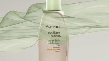 Aveeno Positively Radiant Sheer TV Spot, 'Lightweight' Ft. Jennifer Aniston - Thumbnail 4