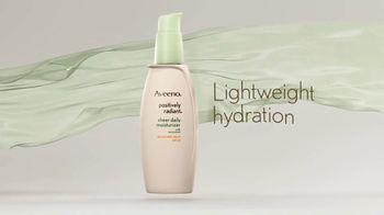Aveeno Positively Radiant Sheer TV Spot, 'Lightweight' Ft. Jennifer Aniston - Thumbnail 5