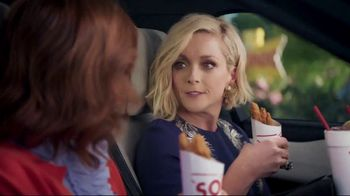 Sonic Drive-In Crispy Tender Dinner TV Spot, 'Flispy' Feat. Jane Krakowski - Thumbnail 4
