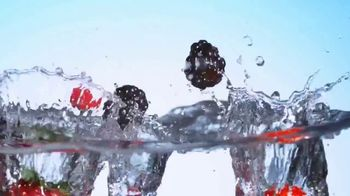 Truly Spiked & Sparkling TV Spot, 'Paddle Board' - Thumbnail 7