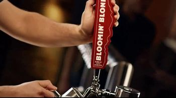 Outback Steakhouse Bloomin' Blonde Ale TV Spot, 'Pairs With Bold Flavors' - Thumbnail 1