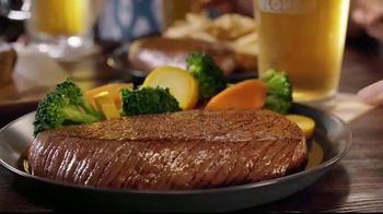 Outback Steakhouse Bloomin' Blonde Ale TV Spot, 'Pairs With Bold Flavors' - Thumbnail 7