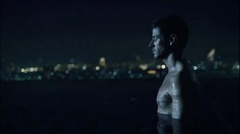 Bleu de Chanel TV Spot, 'Starman' Song by David Bowie - Thumbnail 6