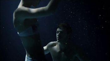Bleu de Chanel TV Spot, 'Starman' Song by David Bowie - Thumbnail 8
