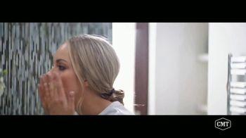 Aveeno Positively Radiant TV Spot, 'CMT: Refresh Station' Featuring Danielle Bradbery - Thumbnail 5