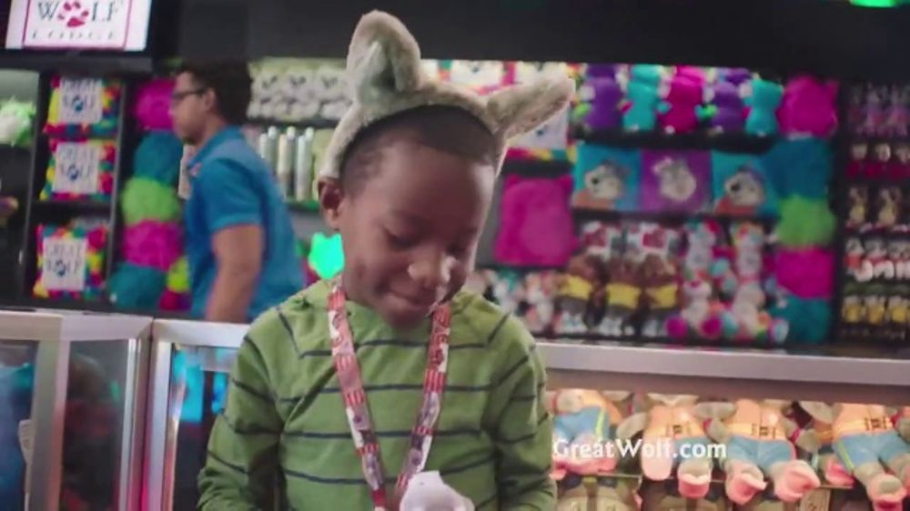 Great Wolf Lodge Great Summer Sale TV Spot, Wink - Screenshot 5