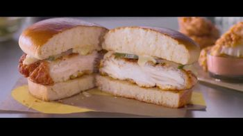 McDonald's Ultimate Chicken Sandwich TV Spot, 'Made When You Order' - Thumbnail 6
