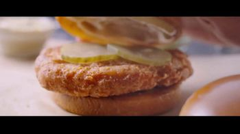 McDonald's Ultimate Chicken Sandwich TV Spot, 'Made When You Order' - Thumbnail 7