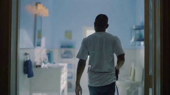 DIRECTV NFL Sunday Ticket TV Spot, 'Squeaky Clean' - Thumbnail 2