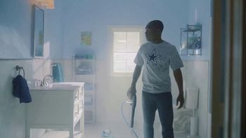 DIRECTV NFL Sunday Ticket TV Spot, 'Squeaky Clean' - Thumbnail 7