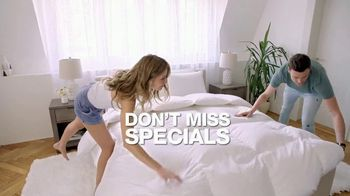 Macy's Big Home Sale TV Spot, 'Comforters, Appliances and Luggage' - Thumbnail 3