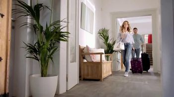 Macy's Big Home Sale TV Spot, 'Comforters, Appliances and Luggage' - Thumbnail 8