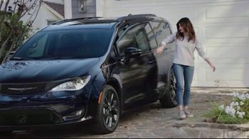 Chrysler Summer Clearance Event TV Spot, 'My Jam' Featuring Kathryn Hahn [T2] - Thumbnail 1