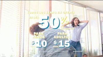 Old Navy 24/7 Jeans TV Spot, 'Para toda la familia' [Spanish] - Thumbnail 8