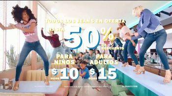Old Navy 24/7 Jeans TV Spot, 'Para toda la familia' [Spanish] - Thumbnail 9