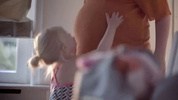 Johnson's Baby TV Spot, 'La suavidad lo es todo' [Spanish] - Thumbnail 2