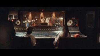 JBL LINK TV Spot, 'Request' Song by Kaskade - Thumbnail 4