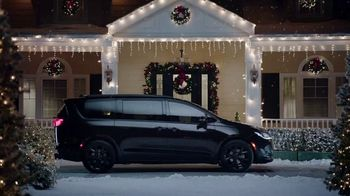 Chrysler Pacifica TV Spot, 'Caroling' Featuring Kathryn Hahn, Song by Scott Stallone, MC Rellik [T1] - Thumbnail 1