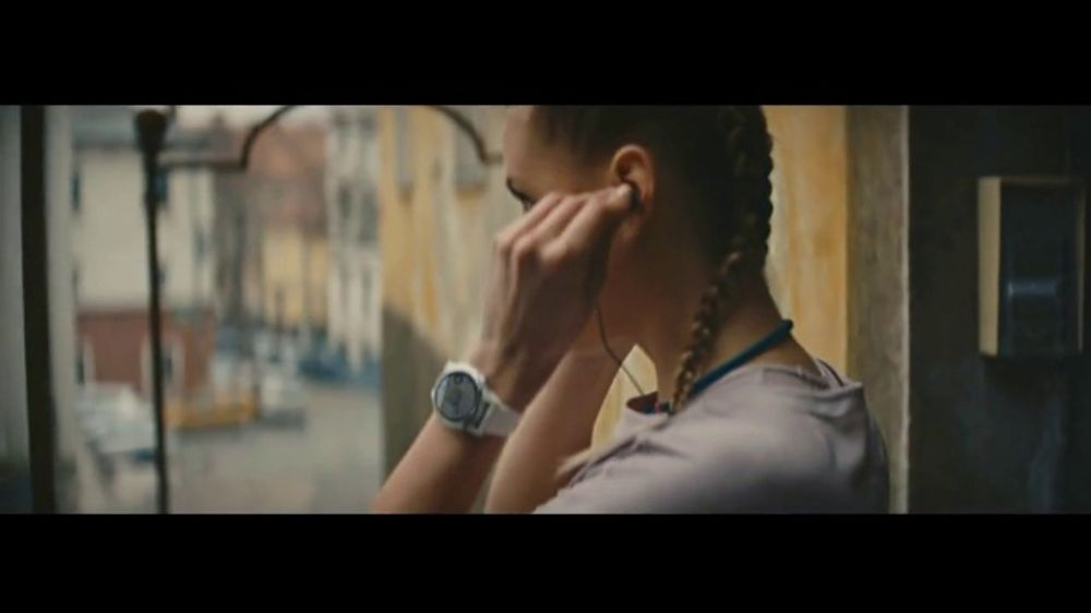 Garmin fenix 5 Plus Series TV Commercial, 'Built-In Music'