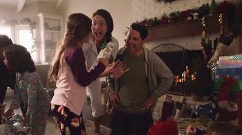 Walmart TV Spot, 'Sonrisas que alegran la Navidad' canción de Elvis Crespo [Spanish] - Thumbnail 6
