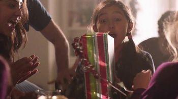 Walmart TV Spot, 'Sonrisas que alegran la Navidad' canción de Elvis Crespo [Spanish] - Thumbnail 8