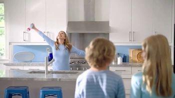 Febreze Air Effects TV Spot, 'Holidays: She's Doing It Again' - Thumbnail 2