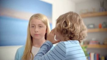 Febreze Air Effects TV Spot, 'She's Doing It Again' - Thumbnail 3