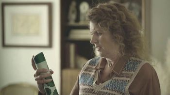 Febreze Air Effects TV Spot, 'Holidays: She's Doing It Again' - Thumbnail 6