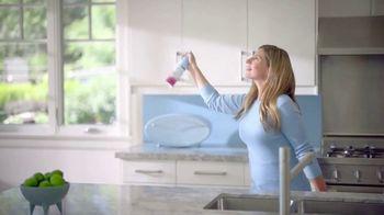 Febreze Air Effects TV Spot, 'She's Doing It Again' - Thumbnail 7