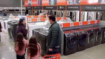 The Home Depot Black Friday Savings TV Spot, 'Juego de cocina Whirlpool' [Spanish] - Thumbnail 2