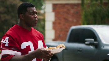 Nissan TV Spot, 'Heisman House: BBQ' Featuring Herschel Walker, Marcus Mariota [T1] - Thumbnail 3