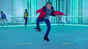 Old Navy TV Spot, 'Fun on the Ice Skating Rink' - Thumbnail 2