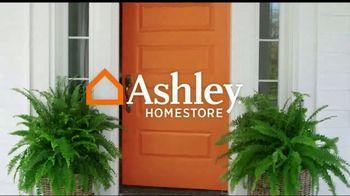 Ashley HomeStore Fall Mattress Sale TV Spot, 'Cozy Up' - Thumbnail 1